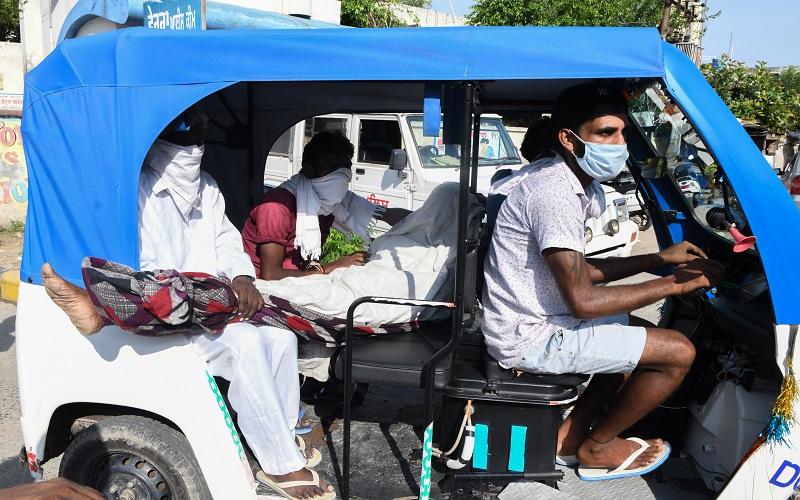 Lebih dari 60 Orang Tewas Tenggak Alkohol Oplosan Murah di India