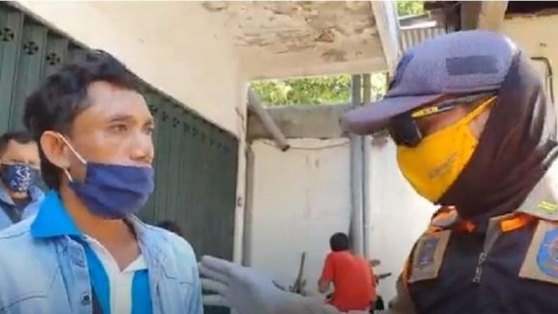 Terjaring Razia Masker, Pengendara Motor di Surabaya Tak Terima hingga Adu Mulut