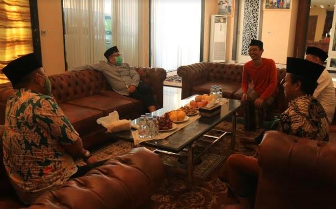 Sowan ke Mbah Dim, Gus Ami: PKB Solid Dukung Ustaz Ali di Pilkada Kendal