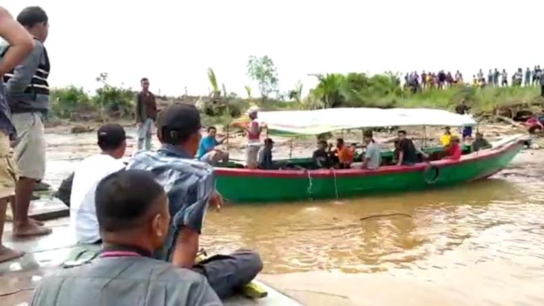 Speedboat di Muba Oleng Lalu Tabrak Kapal Tongkang, 4 Penumpang Hilang
