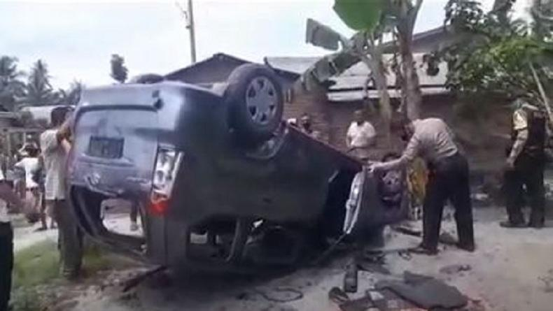 Mobil BNN Dirusak Massa Warga saat Penggerebekan Bandar Narkoba di Deliserdang