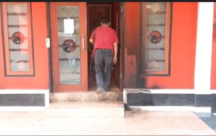 Kantor DPC PDIP Cianjur Dilempar Bom Molotov