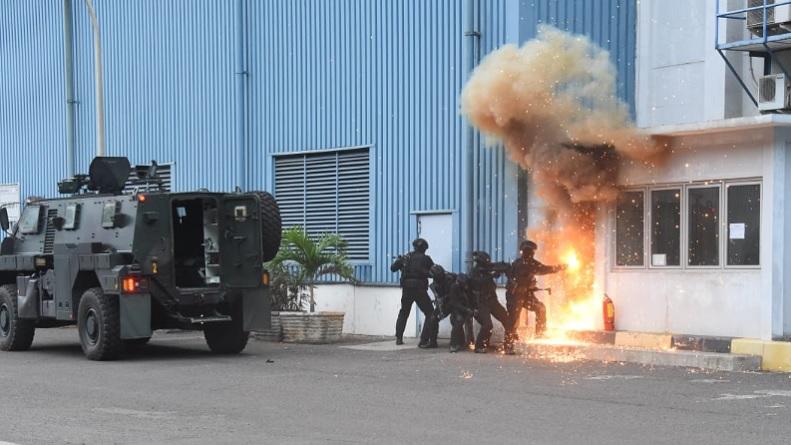 Koopssus TNI Simulasi Tanggulangi Teroris Pembawa Senjata Biologi