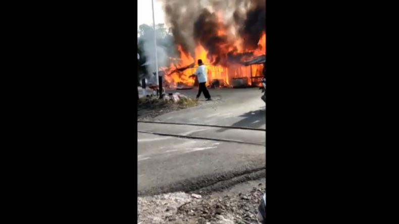 Kebakaran Lalap 7 Kios di Padang Pariaman, 2 Motor dan Mesin Fotokopi Hangus