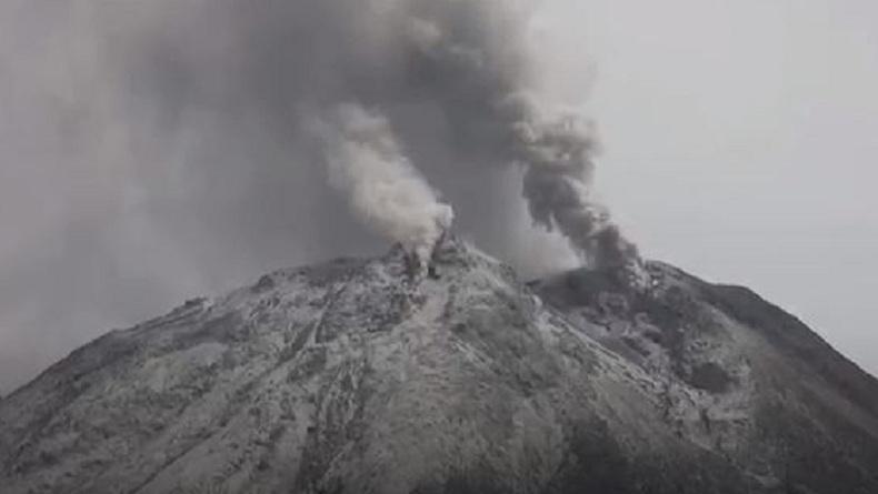 Gunung Sinabung Erupsi dengan Tinggi Kolom Abu 1.500 Meter, Waspada Banjir Lahar