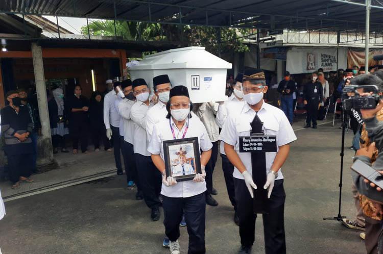 Staf KPU Yahukimo Henry Jovinski Dimakamkan di Sleman, Ibu Korban: Maafkan Tidak Bisa Jaga