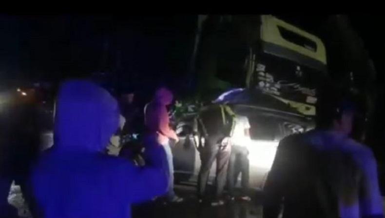 3 Perempuan Tewas dalam Honda Jazz usai Tabrakan dengan Truk di Jalinsum Bungo