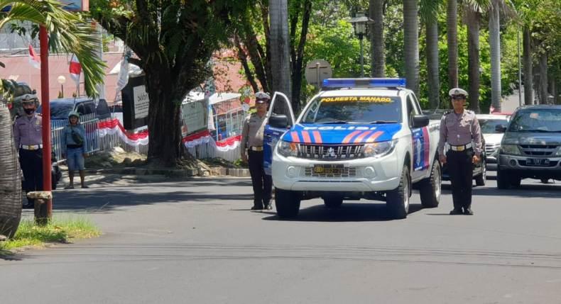 Warga di Manado Berhenti Tegak saat Detik-Detik Proklamasi