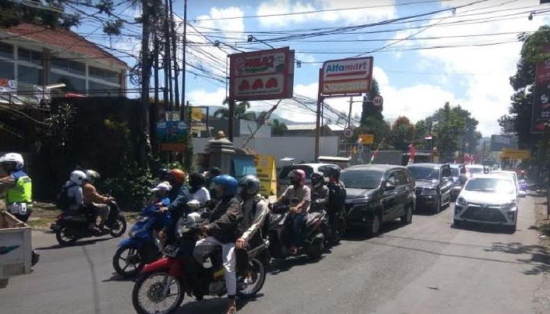 Volume Kendaraan ke Lembang Naik 40 Persen, Polisi Terapkan One Way