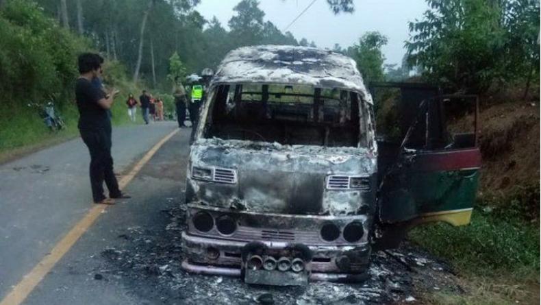Minibus Bawa 8 Pelajar Pulang usai Liburan Wisata Terbakar di Simalungun