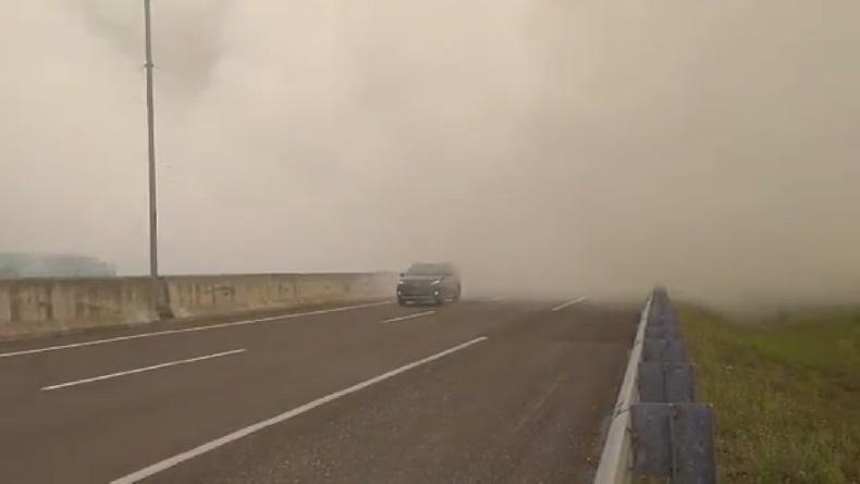 Tol Palindra Tertutup Asap Kebakaran Hutan, Jarak Pandang 100 Meter