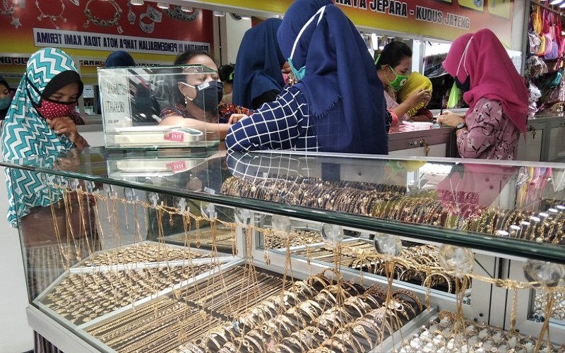 Minat Emak-Emak di Jepara Beli Perhiasan Tak Luntur meski Harga Emas  Melejit - Bagian 1