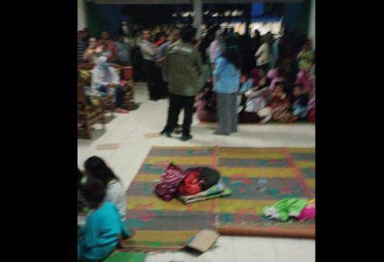 Upah Suami Tak Dibayar, Emak-Emak di Baturaja Nekat Tidur di Kantor Perusahaan