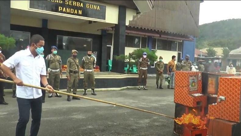 Belasan Mesin Judi Jackpot Dibakar, Bupati Tapteng: Kami Kejar Habis-habisan