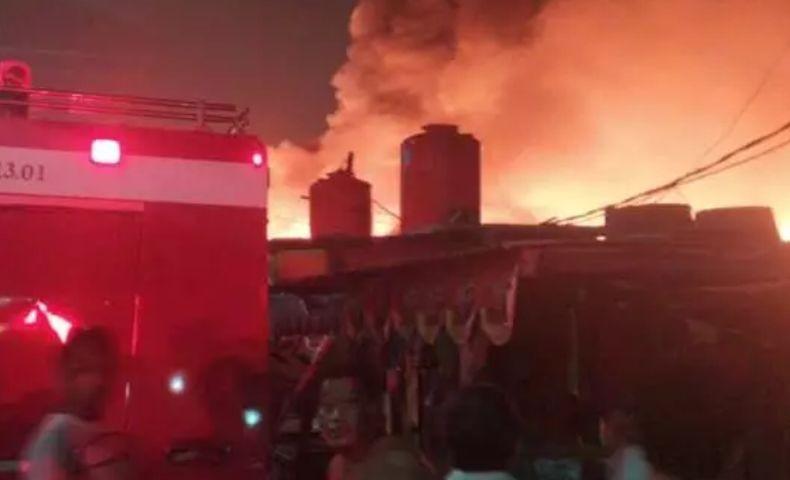 Kebakaran Permukiman Penduduk di Penjaringan Jakut, 25 Mobil Damkar Dikerahkan