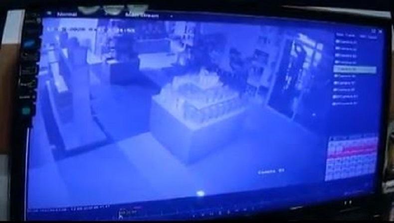 Terekam CCTV, Karyawan Toko Roti Siram Tubuh dengan Bensin dan Bakar Diri hingga Tewas
