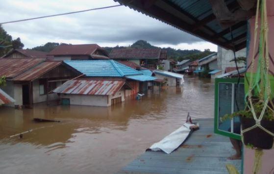 Jembatan Gantung di Melawi Roboh Diterjang Banjir