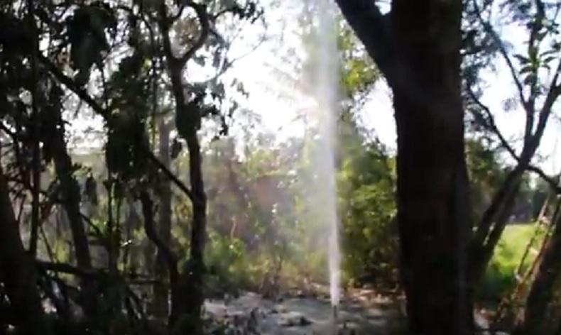 Usai Bor Sumur, Warga Grobogan Kaget Muncul Semburan Air Bercampur Pasir