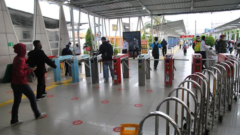 Hari Pertama PSBB Total di Jakarta, Stasiun Bogor Tampak Lengang