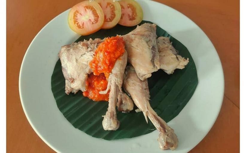 5 Resep Ayam Pop Gurih Teksturnya Empuk Dimasak Dengan Air Kelapa