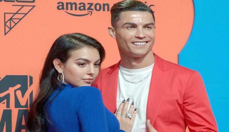 Cincin Tunangan Cristiano Ronaldo jadi yang Termahal di Jagat Sepak Bola