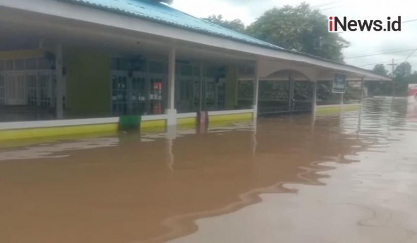 720 Korban Banjir di Melawi Mengungsi ke 10 Titik Pengungsian