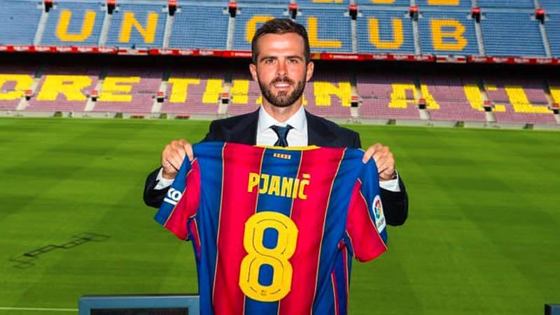 Diperkenalkan Barcelona, Pjanic Warisi Nomor Punggung Iniesta