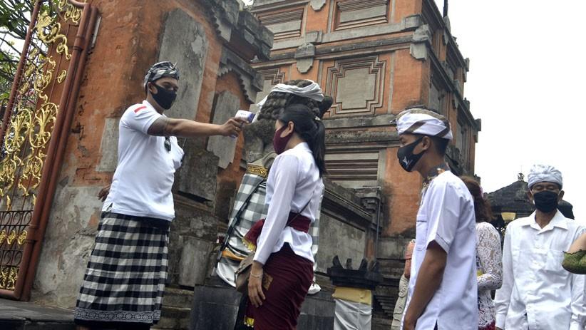 Galungan di Tengah Pandemi, Umat Hindu di Bali Gelar Sembahyang Terbagi 3 Sesi