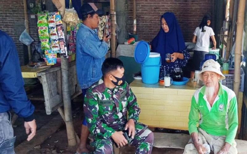 Gadis Penjual Es Kelapa Ini Untung Besar Jualan di Lokasi TMMD Sendangkulon