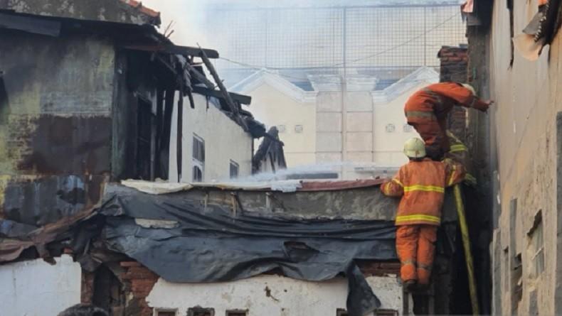 Angin Kencang, Kebakaran di Bungur Jakpus Meluas hingga 2 RT