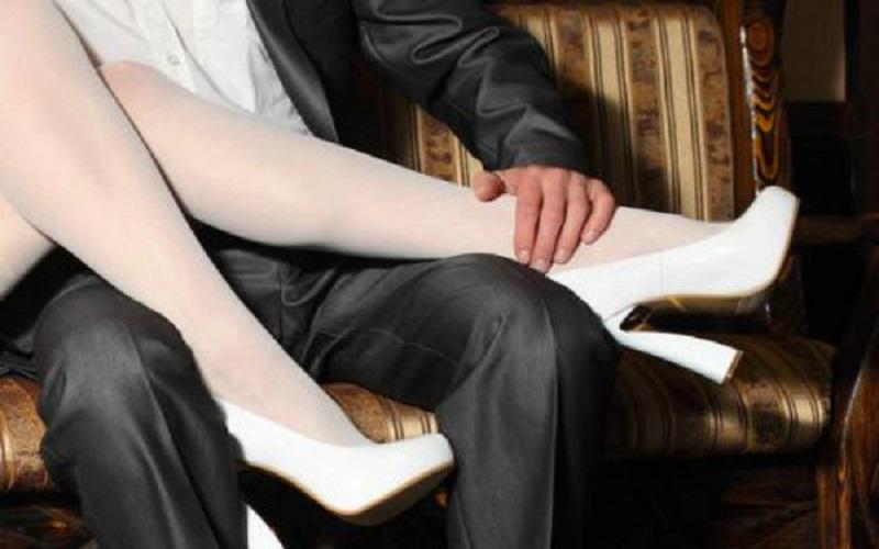 Terbongkar, Anang Jual Istrinya kepada Pria Hidung Belang