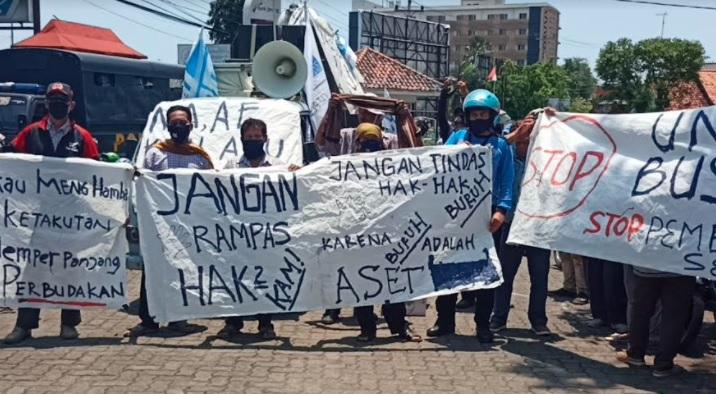 Di-PHK Sepihak, Ratusan Buruh di Pekalongan Demo PT Pajitex