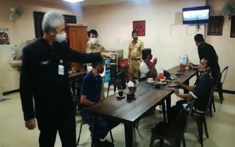 Video Viral Ganjar Marahi Pengunjung Kantin DPRD Jateng