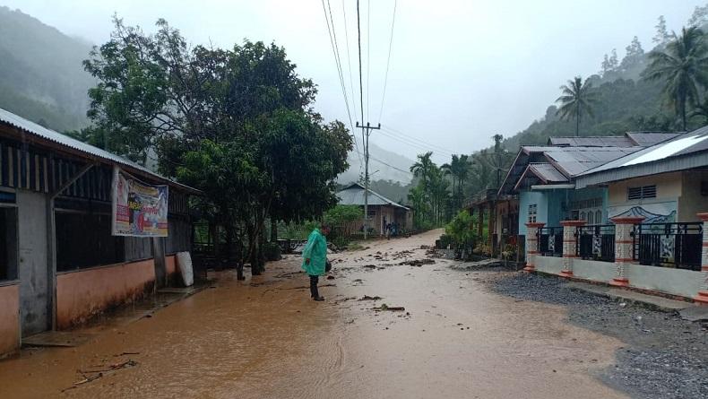 Sungai Paiman Meluap, Sejumlah Kecamatan di Pesisir Selatan Dilanda Banjir