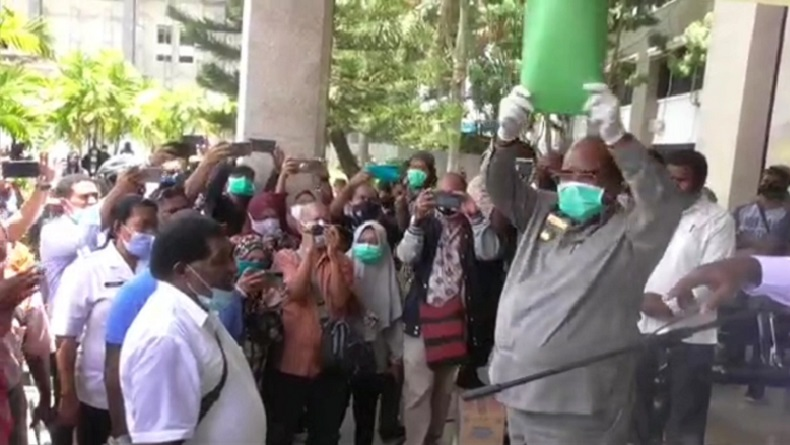 Terima Aspirasi Papua Barat Daya, Wali Kota Sorong Minta Demonstran Berdoa