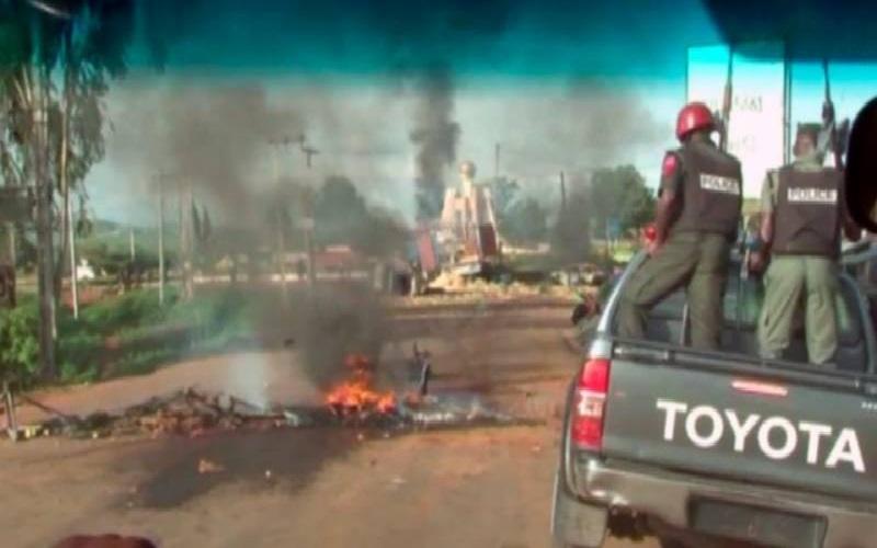 Milisi Serang Konvoi Gubernur, Tewaskan Puluhan Orang serta Curi Truk Berisi Senjata