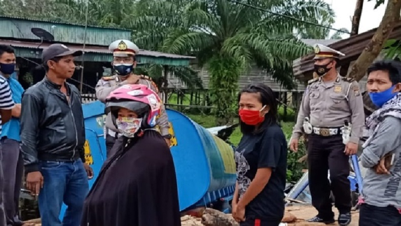 Truk Tabrak Kedai Warga di Jalan Lintas Timur Pelalawan, Bocah 11 Tahun Tewas