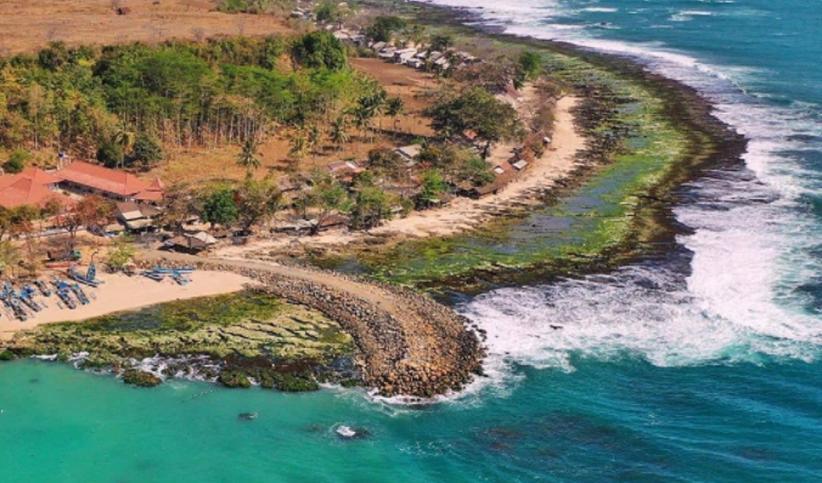 Berkunjung ke Pantai Rancabuaya, Air Lautnya Punya 3 Warna