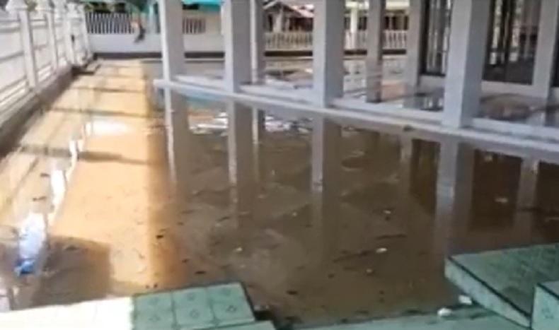 Masjid di Jembrana Bali Terendam Banjir, Warga Kesulitan Beribadah