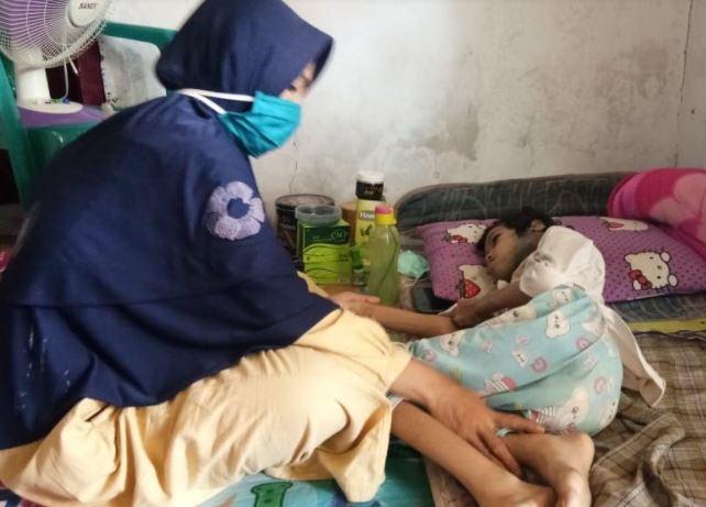 Tubuh Digerogoti Kanker, Gadis Asal Batang Ini Butuh Bantuan Biaya Berobat