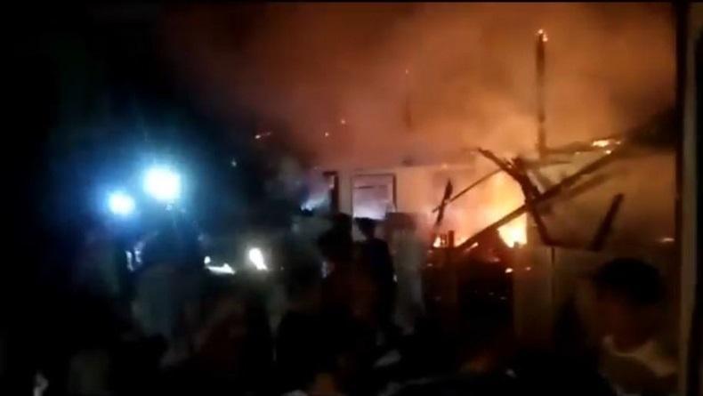 5 Rumah Panggung Terbakar di Jeneponto, 1 Warga Meninggal Jatuh dari Tangga