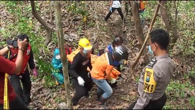Mayat Laki-Laki Telanjang Membusuk di Hutan Mojokerto, Diduga Korban Pembunuhan