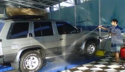 Bolehkah Mencuci Mesin Mobil? Ini yang Harus Diperhatikan