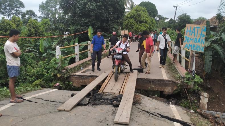 Jembatan di Lubuk Batang Amblas, Diduga Akibat Galian Jargas