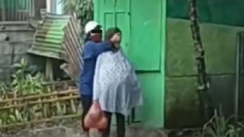 Viral Anak Perempuan di Malang Keplak Kepala dan Pukul Ibu Kandung di Pinggir Jalan