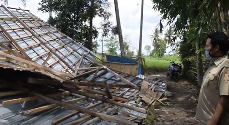 Angin Puting Beliung Rusak Puluhan Rumah di Lombok Timur