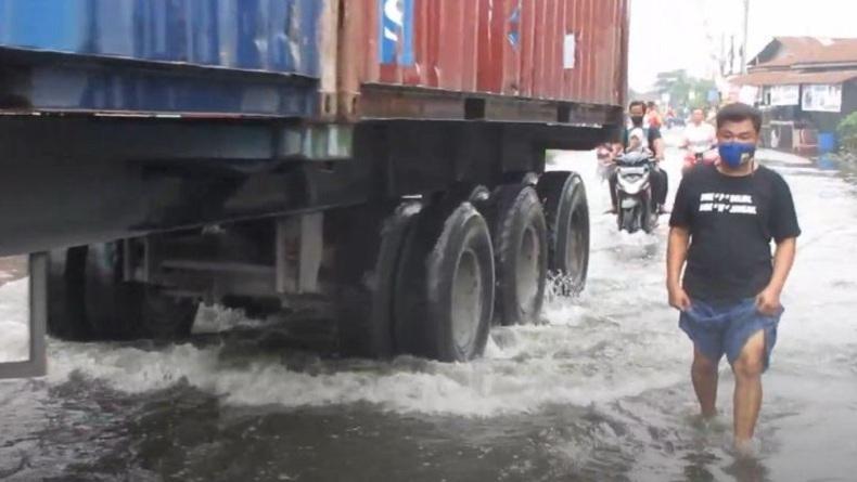 Diguyur Hujan 3 Jam, Kawasan Medan Deli dan Marelan Tergenang Air