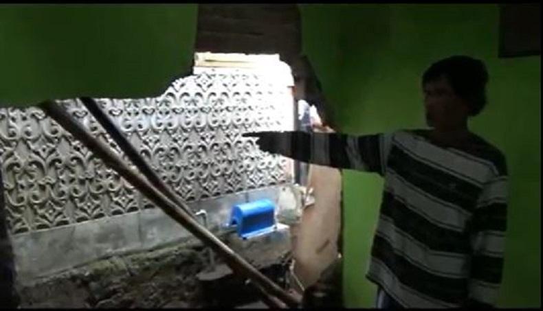 3 Rumah di Cimahi Jebol akibat Diterjang Banjir