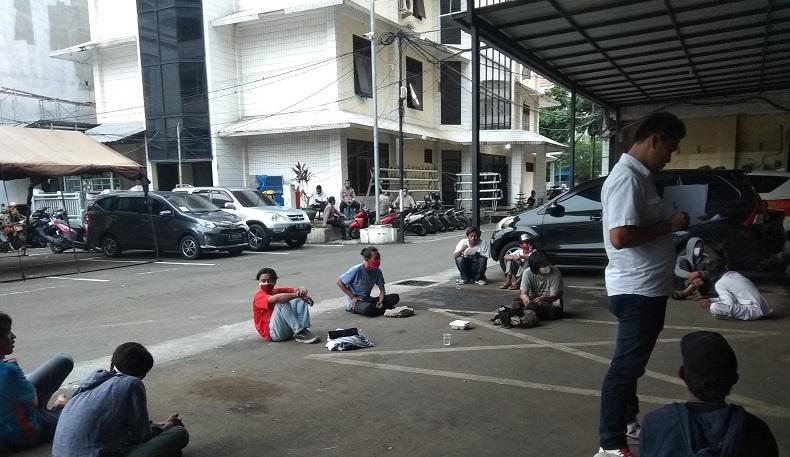Belasan Remaja yang Ditangkap terkait Demo UU Cipta Kerja Dipulangkan dari Polres Jaksel