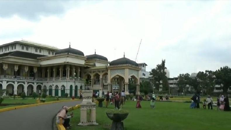 Libur Panjang, Tempat Wisata Istana Maimun di Medan Jadi Sasaran Pengunjung